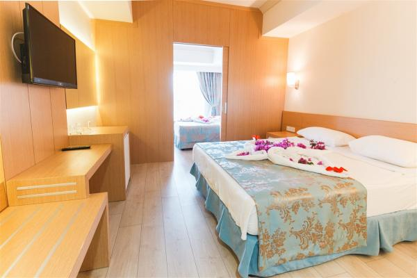 Номер в L'Oceanica Beach Resort Hotel фото