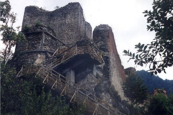 Замок Поенари фото